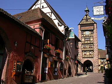 On the upper part of the main street, the famous Dolder medieval tower (local history museum and beautiful panorama).